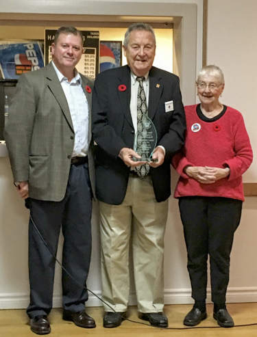 GK Dave Obermeyer presents PGK Jack Nolan and Lady Knight Lorraine the 2016 Ontario State Community Service Longevity Award.